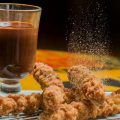 Nhami: Receita Caseira de Churros com Chocolate Quente