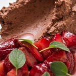 Nhami: Mousse de Chocolate com Morangos